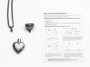 Instructions for filing the Pet Memorial Pendant Urn